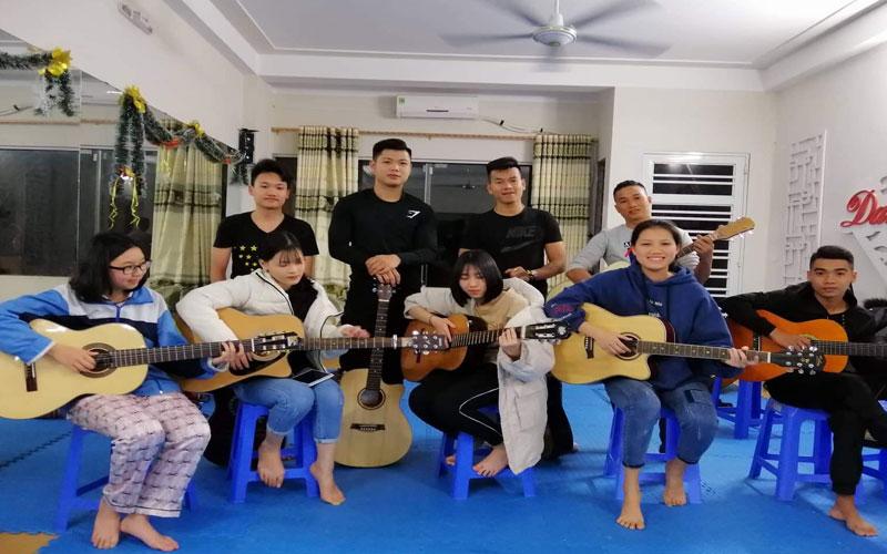 khoa-hoc-guitar-chat-luong