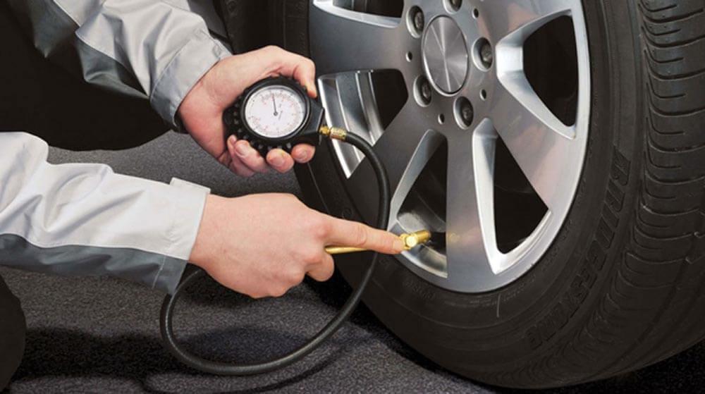 Kiểm tra lốp xe cẩn thận